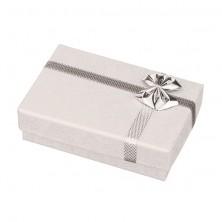 Ajándékdoboz karikagyűrűkre - fehér rózsa mintás nyomattal, ezüst masni