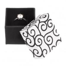 Ajándékdoboz gyűrűre - fehér-fekete kocka ornamentumokkal