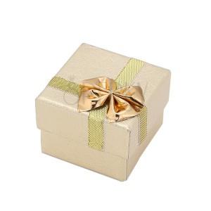 Ajándékdoboz gyűrűre - arany színű mintás felületű, masni, szalag