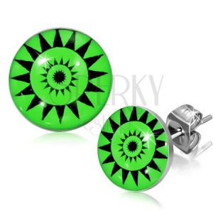 Stekkeres fülbevaló acélból - napsugarak zöld hátteren