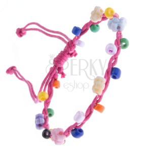 Rózsaszín, madzagos karkötő - színes gyöngyökkel és virágokkal