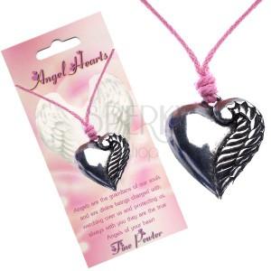 Rózsaszín nyaklánc, ezüst színű szív egy szárnnyal