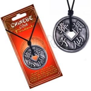 Nyaklánc pénzérme alakú medállal, kínai jelek, sima szegély