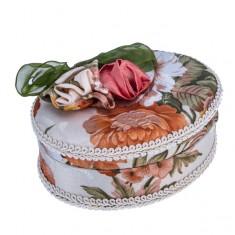 Ovális ékszerdoboz - bársonyos bevonat masnival és rózsákkal
