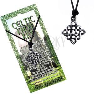 Madzagos nyaklánc medállal - fényes, négyzet alakú kelta csomó