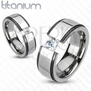 Titánium jegygyűrű - fekete - ezüst, kiemelt sáv, cirkónia