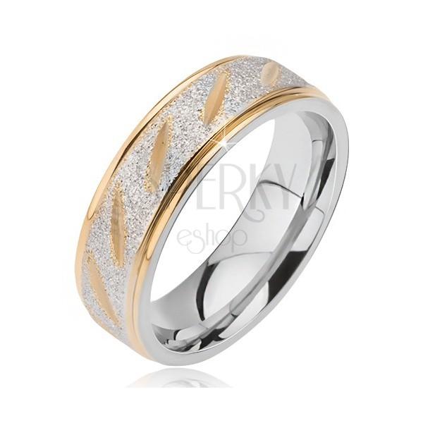 Acél karikagyűrű - matt ezüst sáv, ferde arany bemarás
