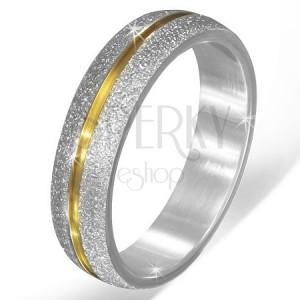 Ezüst színű szemcsés acél karika gyűrű, arany színű bemetszés