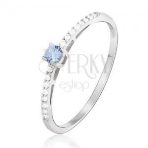 Gyűrű fehér aranyból - fényes, apró átlátszó cirkóniák, kék topáz kő