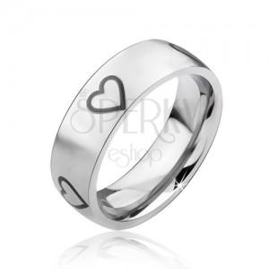 Matt ezüst színű acél gyűrű, fekete szabályos szívkörvonal