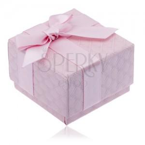 Rózsaszín doboz ékszerre négyzetes mintával, masni