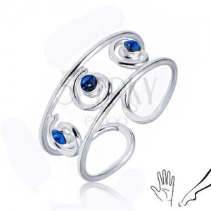 Ezüst gyűrű kézre vagy lábra, három kék cirkónia a csúcsokban