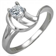 Egyedi eljegyzési gyűrű egy cirkonkővel