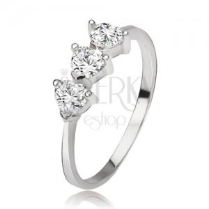 Ezüst gyűrű három szívecskés cirkóniával