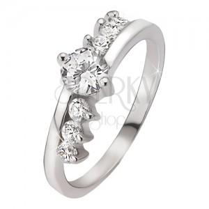 Gyűrű 925 ezüstből - kerek átlászó kő, három kő a szárak mellett