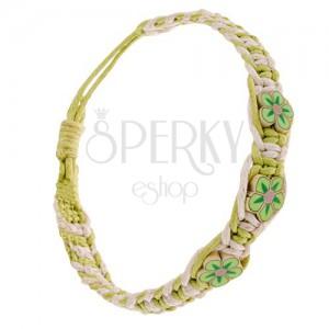 Krém-zöld zsinóros karkötő, sűrűn fonott, kis FIMO virágok