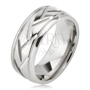 Ezüst színű acél gyűrű, ferde és vízszintes vonalak