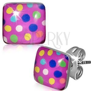 Négyzetes acél fülbevaló - színes pontok, rózsaszín háttér