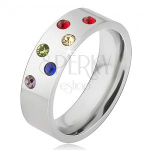 Fényes karikagyűrű acélból, ferde vonalak színes kövekkel