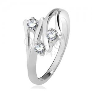 Ezüst gyűrű, szétágazó szárak, három átlátszó cirkónia