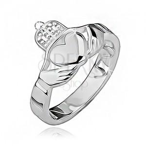 Ezüst gyűrű - szív, kezek, korona, a kerületén kivágások