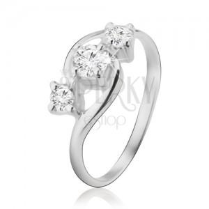 Ezüst gyűrű, három diagonálisan elrendezett cirkónia, lekerekített szárak