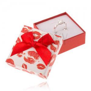 Piros-fehér doboz ékszerre, ajak lenyomatok, masni