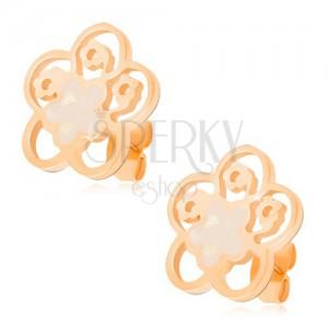 Beszúrós fülbevaló acélból arany színben, kivágott virág gyöngyfénnyel