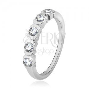 Gyűrű 925 ezüstből, átlátszó cirkóniák a félkörívek között