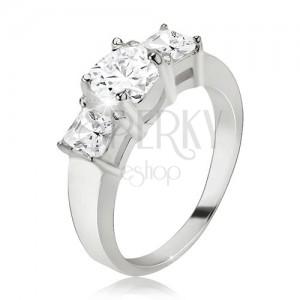 Gyűrű 925 ezüstből, kerek cirkónia, négyzetes kövek az oldalakon