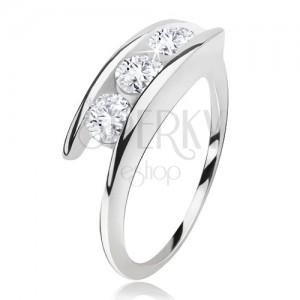 Gyűrű 925 ezüstből, három, átlátszó cirkónia a szárak között
