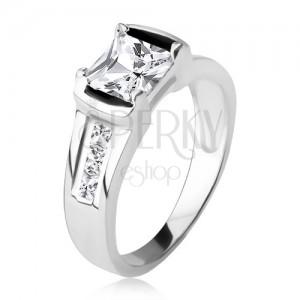 925 ezüst gyűrű, négyzetes, átlátszó cirkónia, három kő a szárakon