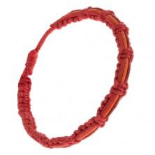 Fonott karkötő - sötétpiros, narancs és piros zsinór a felületén