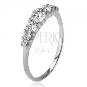 925 ezüst gyűrű, nagyobb és kisebb átlátszó cirkóniák foglalatban