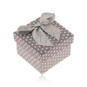 Szürke-fehér pöttyös dobozka gyűrűre, fényes masni