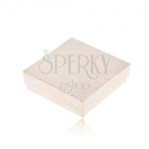 Krémesfehér dobozka fülbevalónak, ezüst színű virág motívum