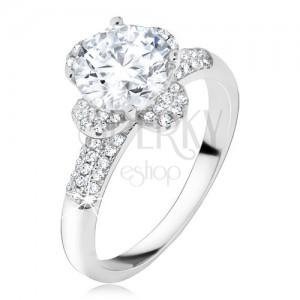 Gyűrű átlátszó cirkóniás virággal, kövek a szárain, 925 ezüst