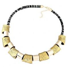 Hatalmas nyaklánc - fekete-fehér zsinór, fényes, geometriai alakzatok arany színben