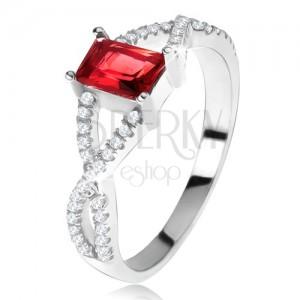 Gyűrű 925 ezüstből, keresztezett cirkóniás szárak, szögletes, piros kő