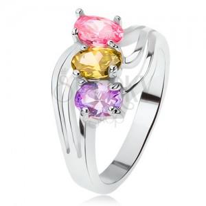 Fényes gyűrű, ferdén beültetett színes kövek, hármas hullám