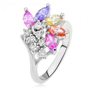 Gyűrű átlátszó és színes szemecskés kövekből