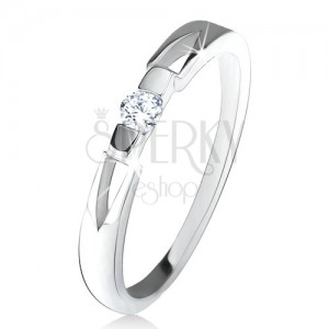 Gyűrű átlátszó kerek cirkóniával, háromszöges kivágás, 925 ezüst