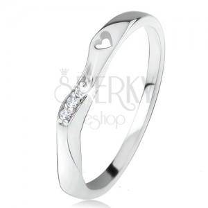 Gyűrű 925 ezüstből, hullámos díszített rész, átlátszó cirkóniák, szív kivágás
