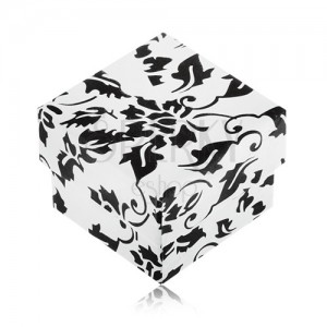 Fekete-fehér ajándékdobozka gyűrűre, virág motívummal