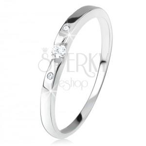 Fényes gyűrű, átlátszó cirkóniákkal, ívelt szárak, 925 ezüst
