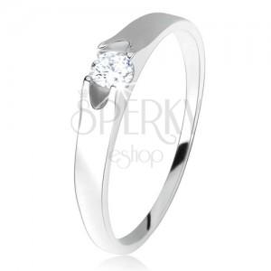 Gyűrű 925 ezüstből, kerek, átlátszó cirkónia, két kivágással az oldalain