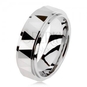 Csiszolt volfrám gyűrű, ezüst színben, háromszögek, kiemelt középső sáv