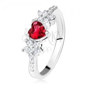 Gyűrű piros szívecskés kővel és virágokkal, átlátszó cirkóniák, 925 ezüst