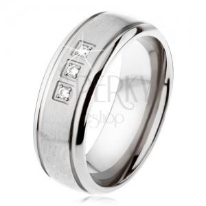 Titán gyűrű ezüst színben, matt sáv, fényes szélek, három cirkónia