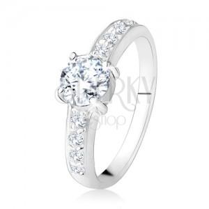 Gyűrű 925 ezüstből, átlátszó, egyenes vonalak cirkóniákkal, csiszolt átlátszó kő